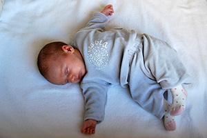 bebe-sommeil-chambre-lit