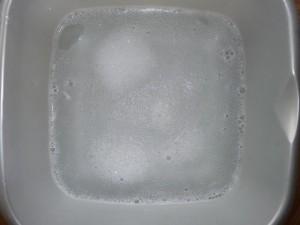 liquide-vaisselle-dans-cuvette