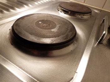 nettoyage des plaques lectriques sans produits chimiques consommer durable. Black Bedroom Furniture Sets. Home Design Ideas
