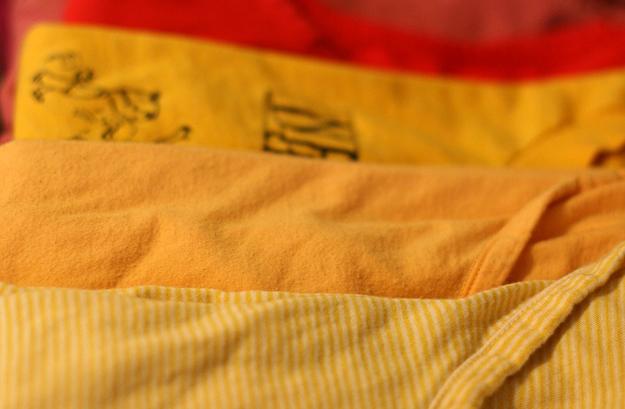 vetement-jaune-rouge-fixer-les-couleurs