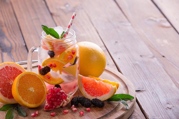 aromatiser l'eau plate avec des agrumes