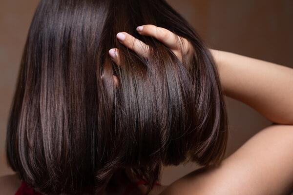 pousse-des-cheveux_shutterstock_1448379029